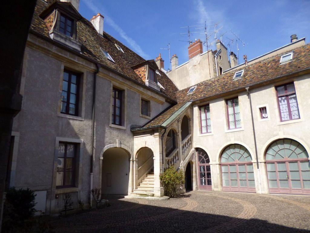 Appartement à louer 2 57.9m2 à Dijon vignette-2