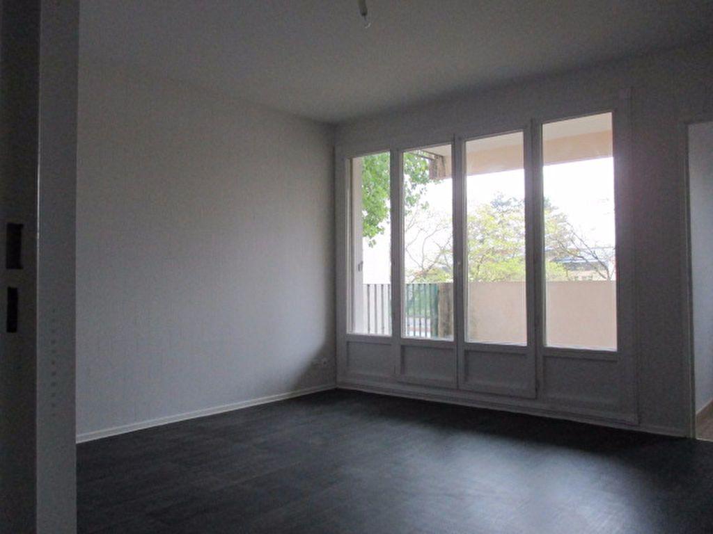 Appartement à louer 2 55.47m2 à Dijon vignette-4