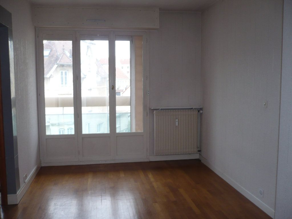 Appartement à louer 4 89m2 à Dijon vignette-4