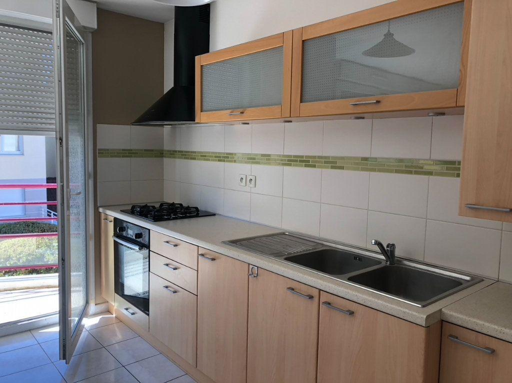 Appartement à louer 2 50.4m2 à Dijon vignette-1