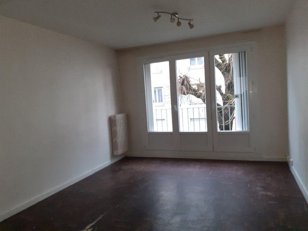 Appartement à louer 3 54.68m2 à Dijon vignette-3