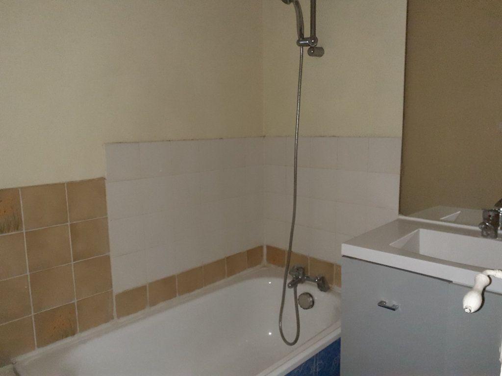 Appartement à louer 3 54.68m2 à Dijon vignette-4