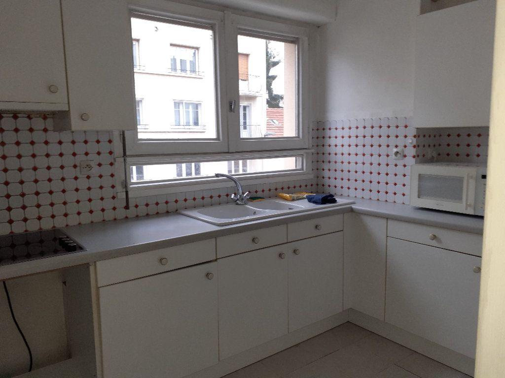 Appartement à louer 3 65.89m2 à Dijon vignette-1