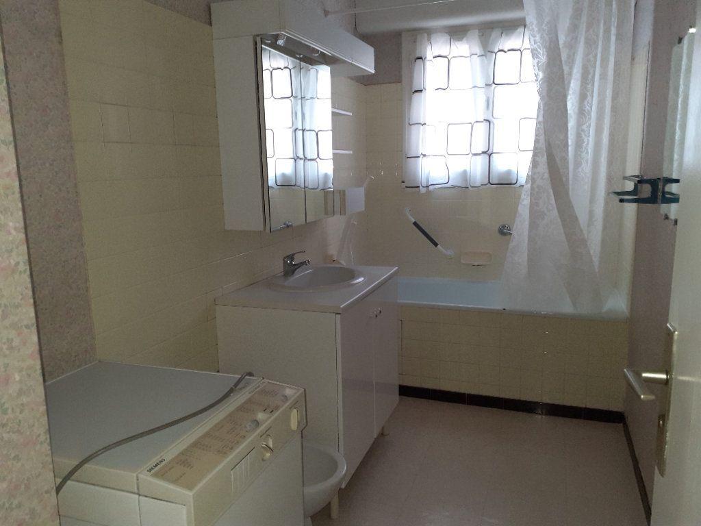 Appartement à louer 3 65.89m2 à Dijon vignette-3