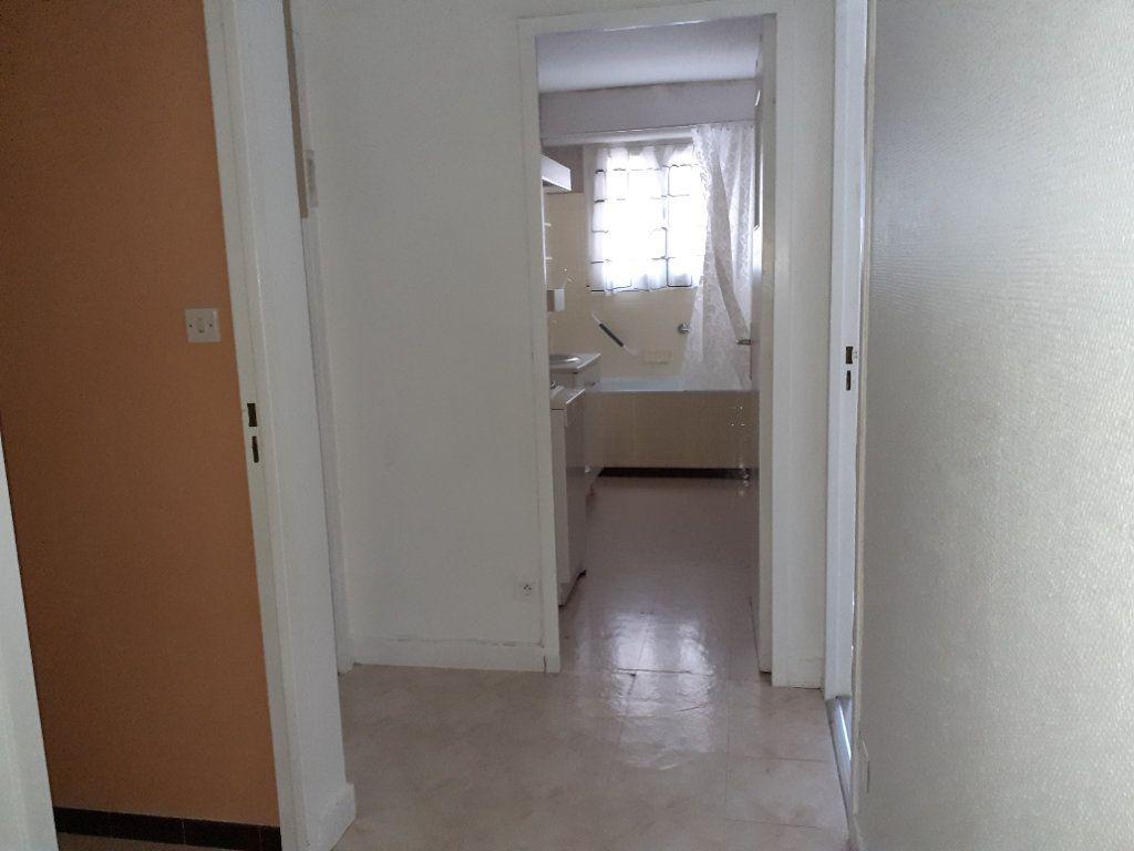 Appartement à louer 3 65.89m2 à Dijon vignette-4