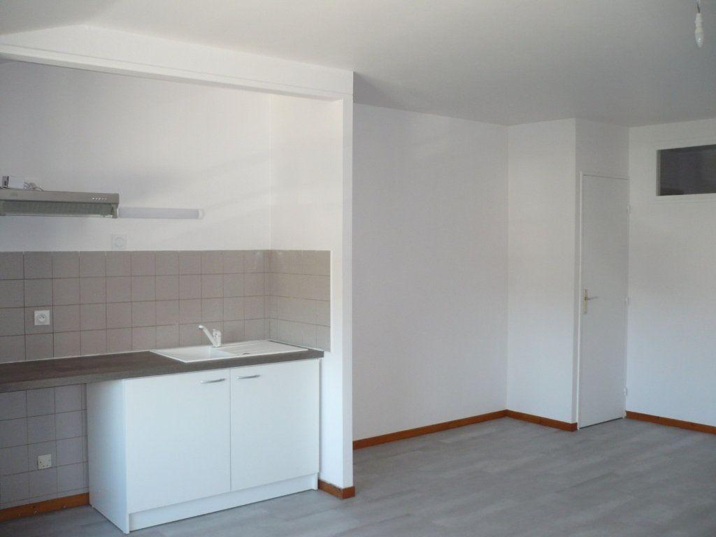 Appartement à louer 2 53.36m2 à Rouvres-en-Plaine vignette-1