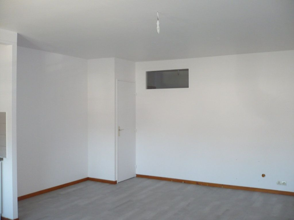 Appartement à louer 2 53.36m2 à Rouvres-en-Plaine vignette-2