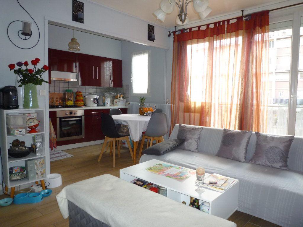Appartement à vendre 4 67.4m2 à Dijon vignette-2