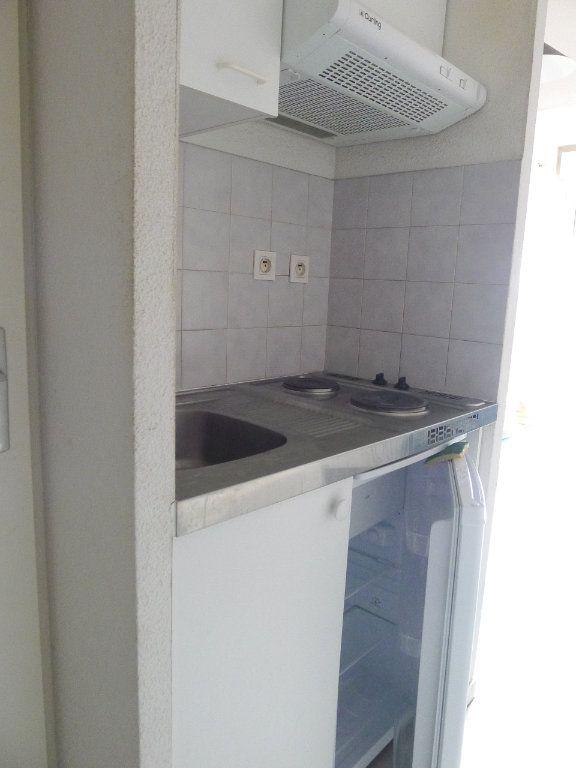 Appartement à louer 2 23m2 à Dijon vignette-2