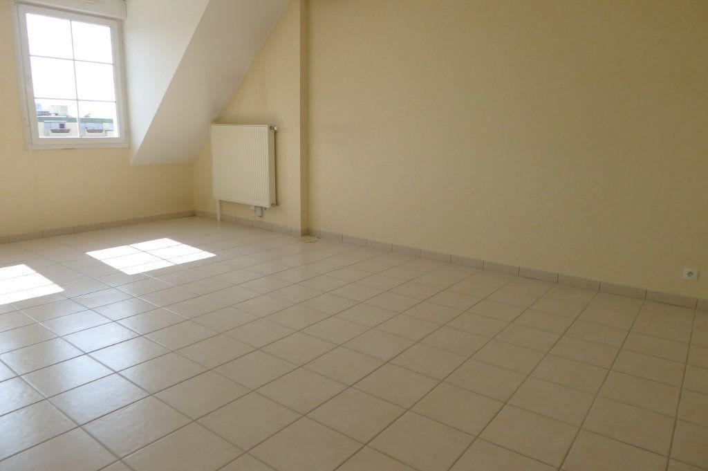 Appartement à louer 3 65.85m2 à Dijon vignette-3