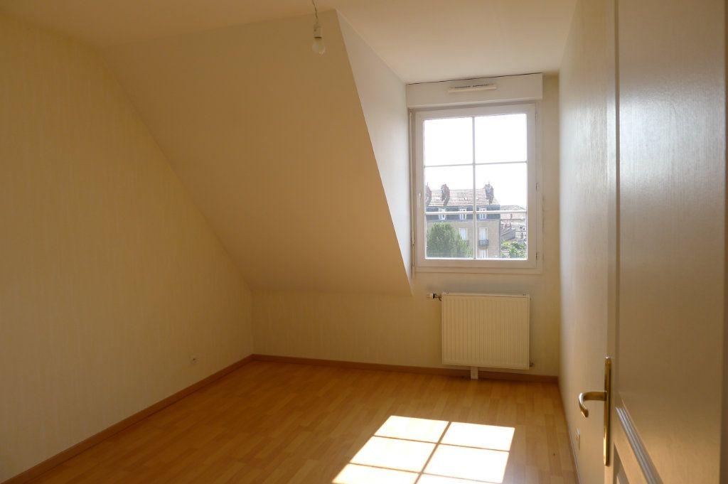 Appartement à louer 3 65.85m2 à Dijon vignette-5