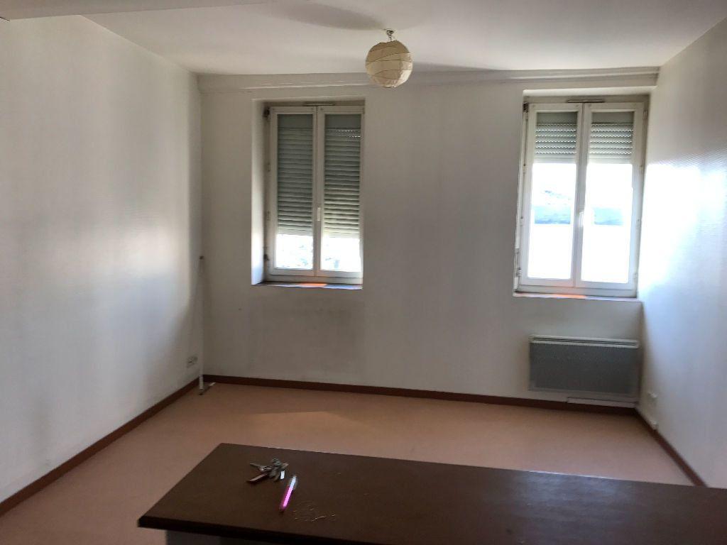 Appartement à louer 1 30m2 à Pont-de-Vaux vignette-2
