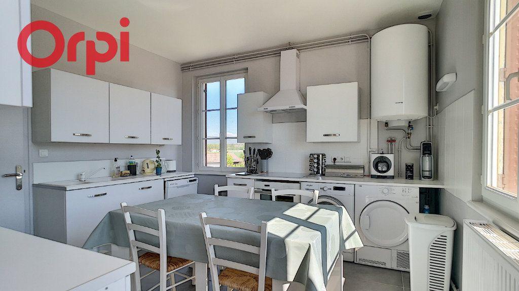 Appartement à vendre 4 98.78m2 à Saint-Étienne-du-Bois vignette-1