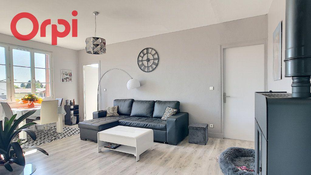 Appartement à vendre 4 98.78m2 à Saint-Étienne-du-Bois vignette-2