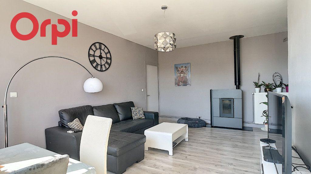 Appartement à vendre 4 98.78m2 à Saint-Étienne-du-Bois vignette-3