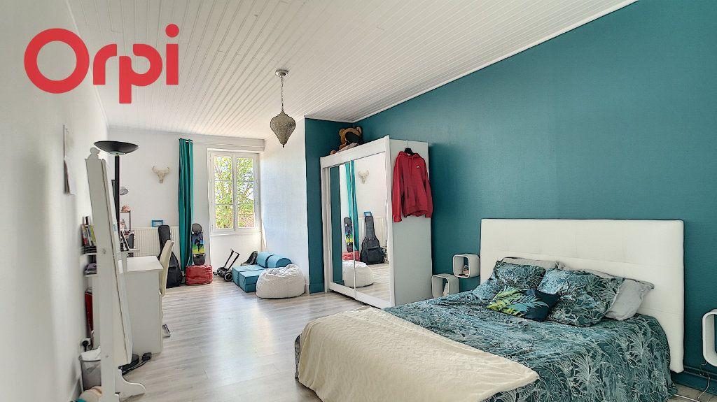 Appartement à vendre 4 98.78m2 à Saint-Étienne-du-Bois vignette-5