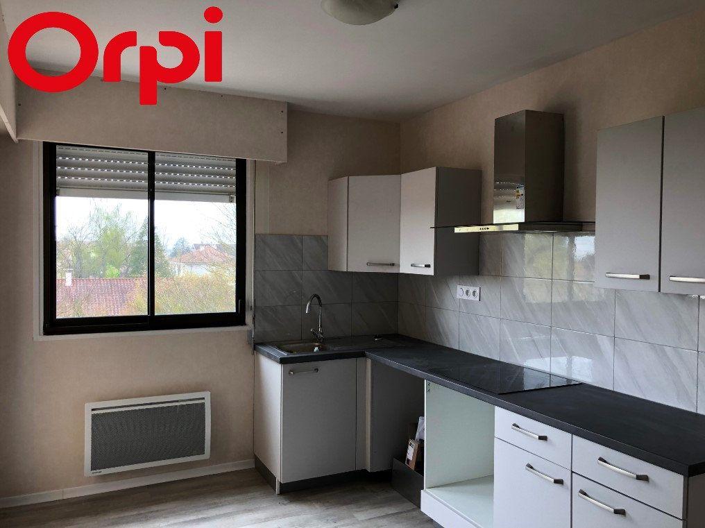 Appartement à vendre 4 80m2 à Montrevel-en-Bresse vignette-1