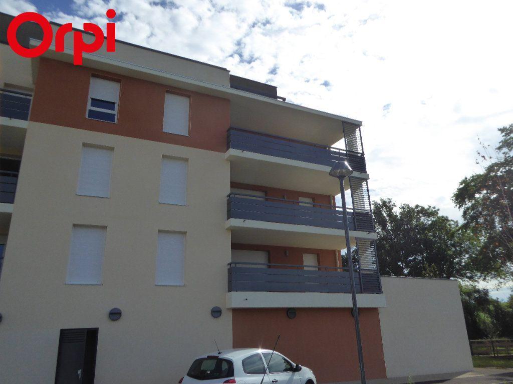 Appartement à vendre 4 75.48m2 à Montrevel-en-Bresse vignette-1