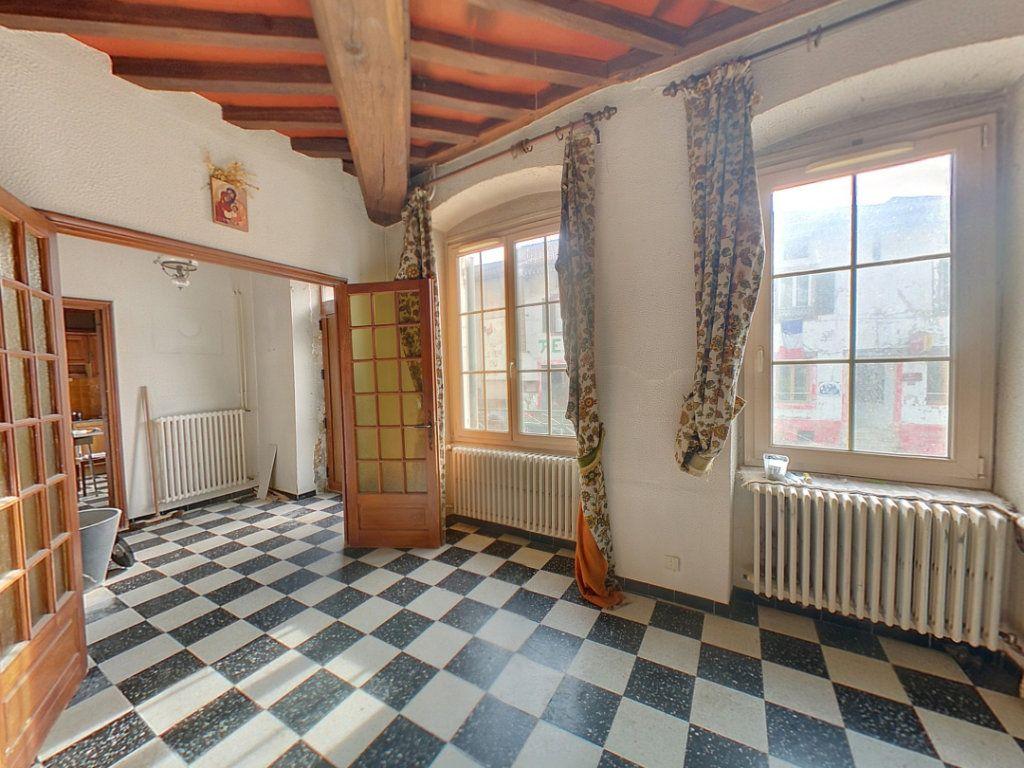 Appartement à vendre 5 121.25m2 à Saint-Étienne-du-Bois vignette-2