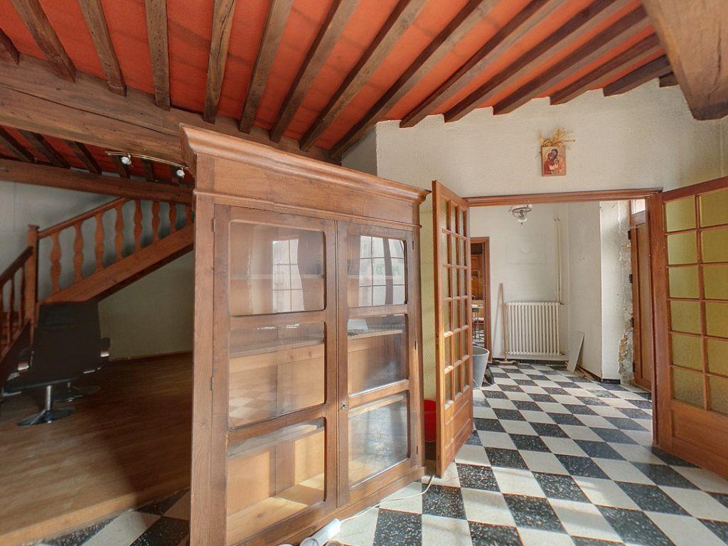 Appartement à vendre 5 121.25m2 à Saint-Étienne-du-Bois vignette-3