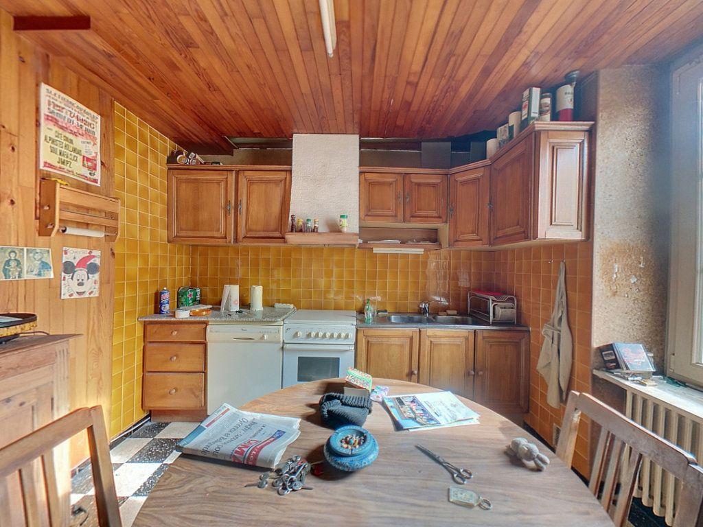 Appartement à vendre 5 121.25m2 à Saint-Étienne-du-Bois vignette-5