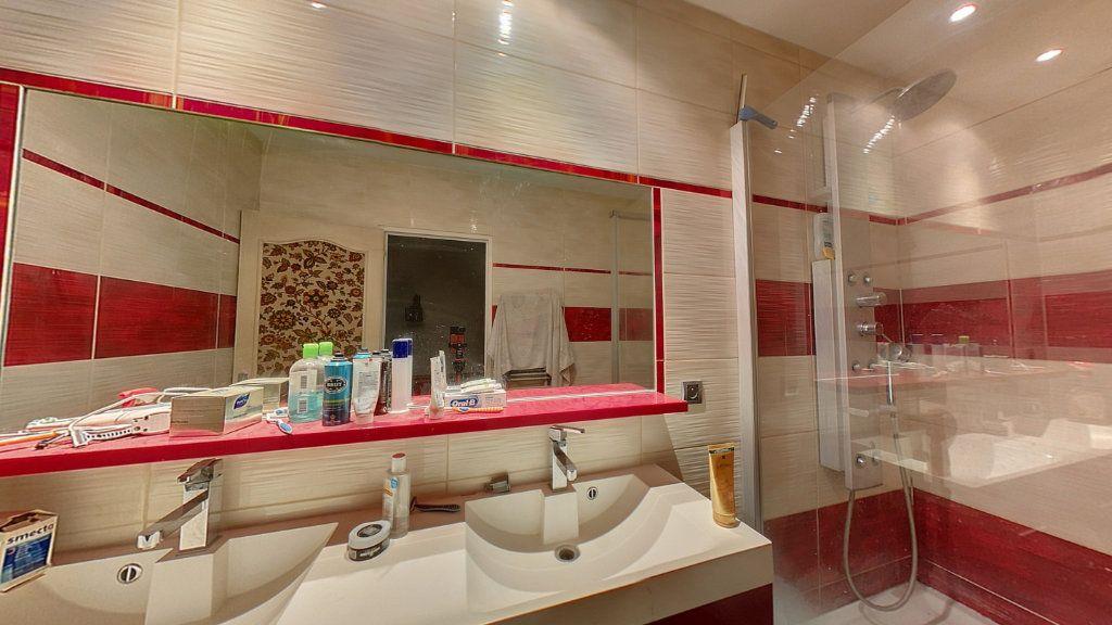 Appartement à vendre 5 121.25m2 à Saint-Étienne-du-Bois vignette-6