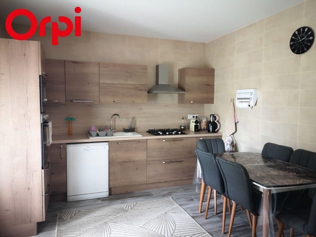 Maison à vendre 6 116.55m2 à Saint-Étienne-du-Bois vignette-1