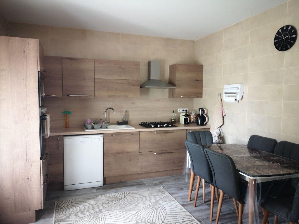 Maison à vendre 6 116.55m2 à Saint-Étienne-du-Bois vignette-2