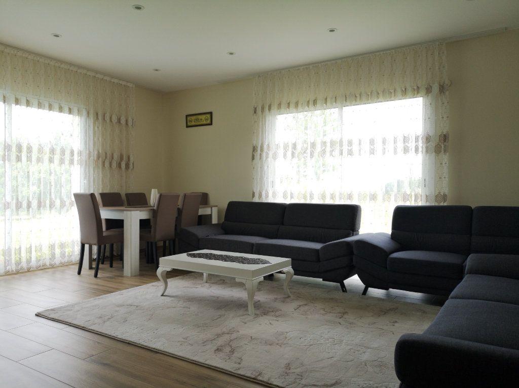 Maison à vendre 6 116.55m2 à Saint-Étienne-du-Bois vignette-4