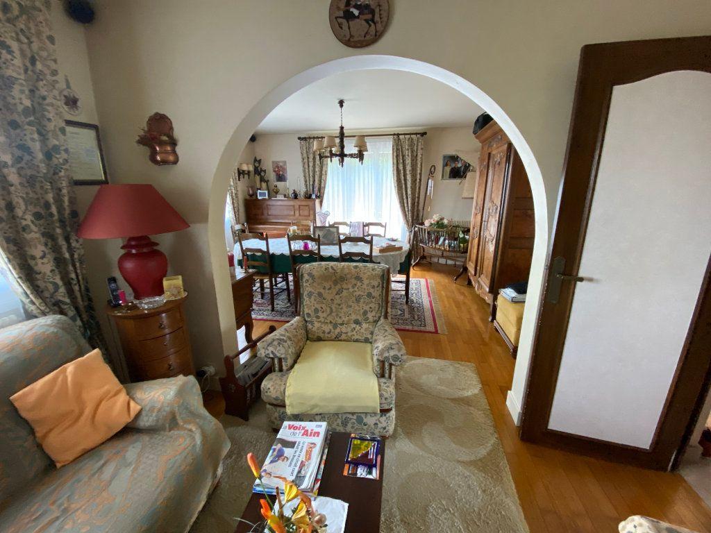 Maison à vendre 7 188m2 à Montrevel-en-Bresse vignette-3