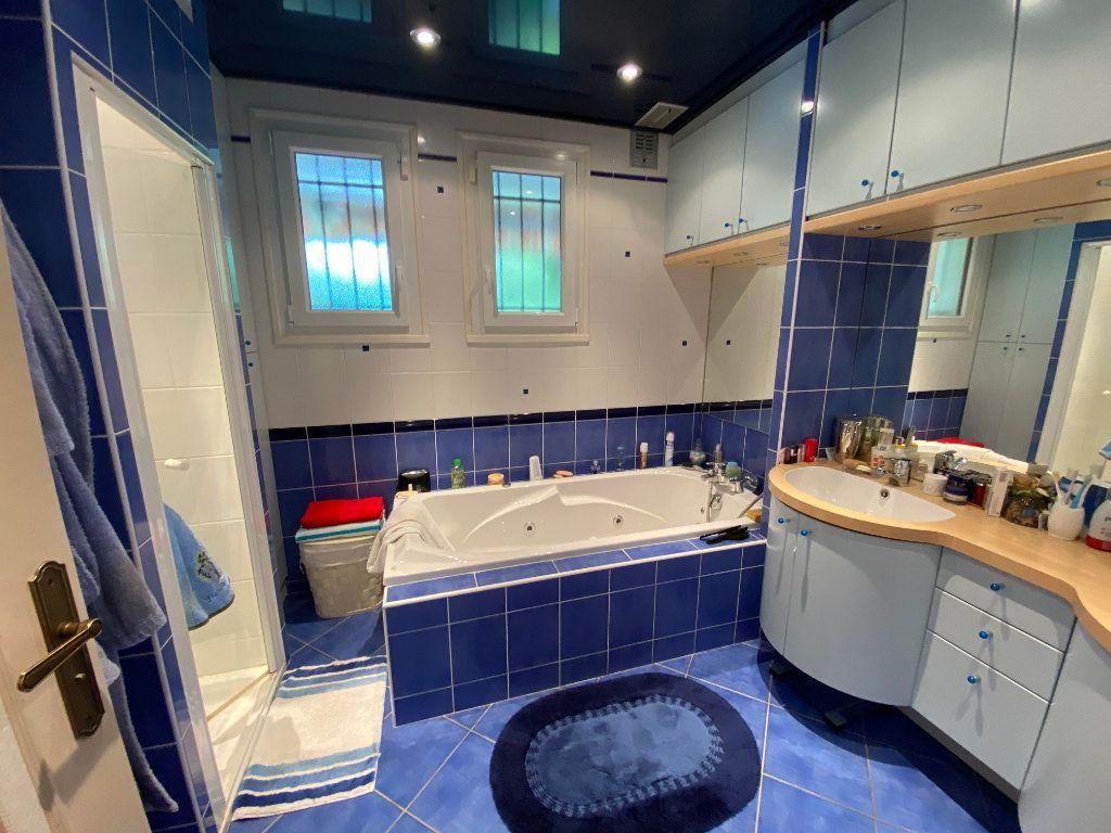 Maison à vendre 7 188m2 à Montrevel-en-Bresse vignette-5