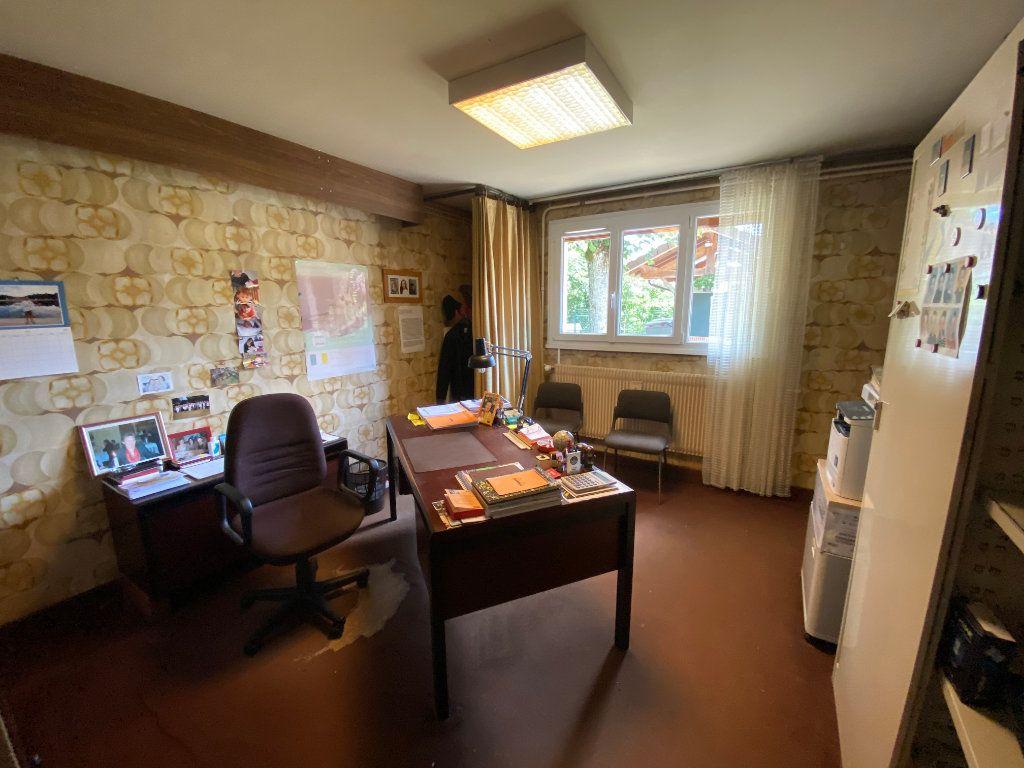 Maison à vendre 7 188m2 à Montrevel-en-Bresse vignette-16