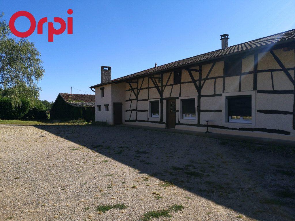 Maison à vendre 5 125m2 à Saint-Étienne-du-Bois vignette-1