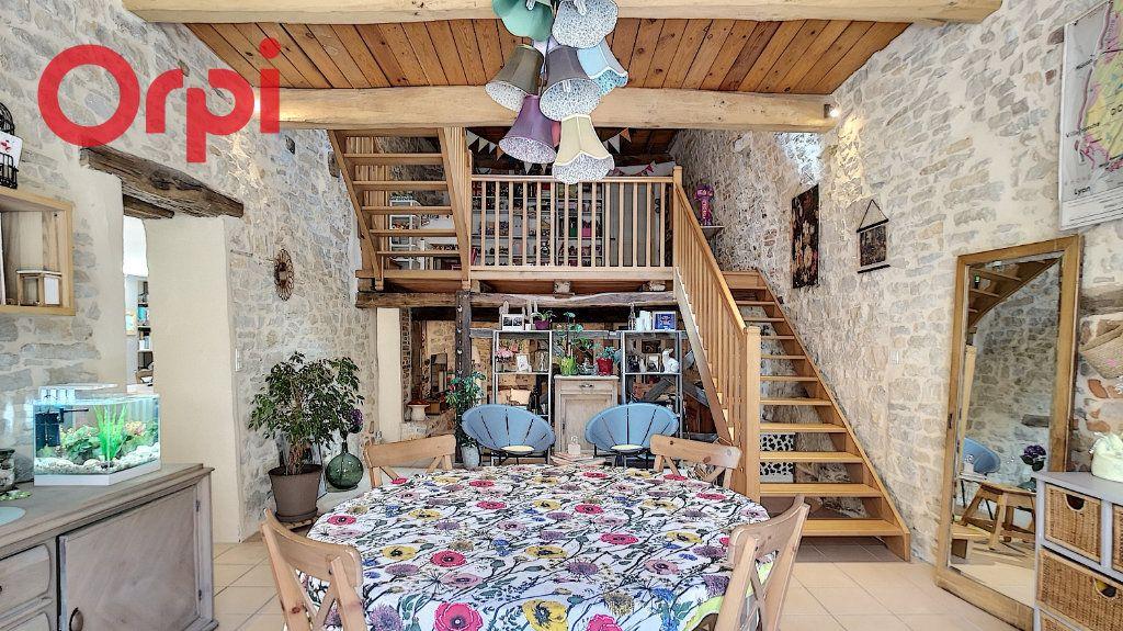 Maison à vendre 6 235m2 à Saint-Étienne-du-Bois vignette-1
