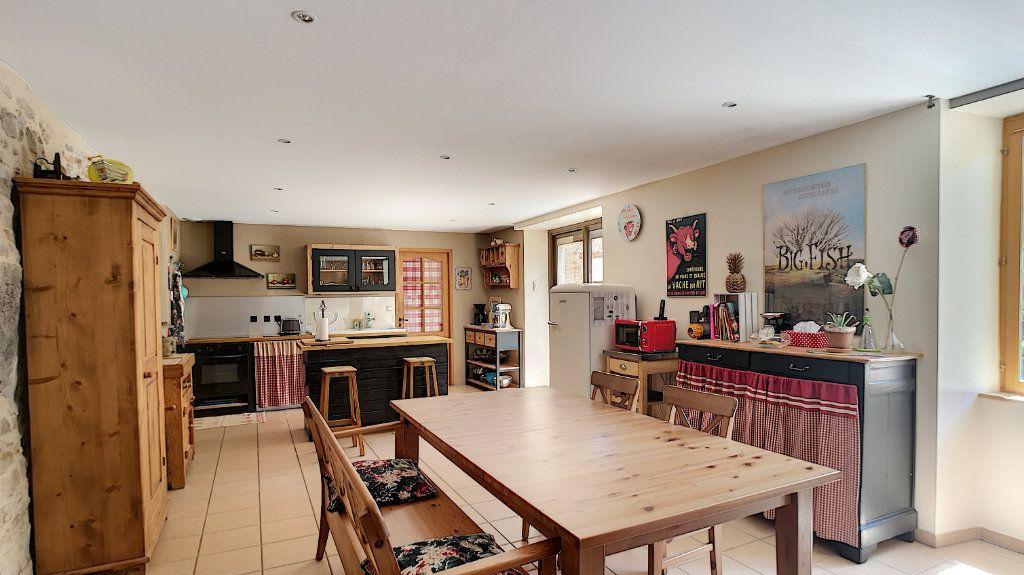 Maison à vendre 6 235m2 à Saint-Étienne-du-Bois vignette-2
