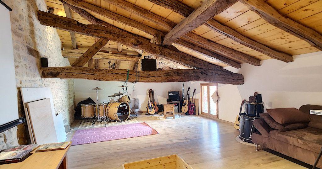 Maison à vendre 6 235m2 à Saint-Étienne-du-Bois vignette-6