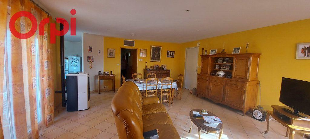 Maison à vendre 6 123m2 à Bâgé-le-Châtel vignette-5