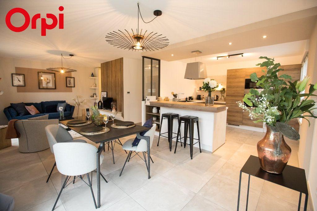 Maison à vendre 4 102m2 à Bourg-en-Bresse vignette-1