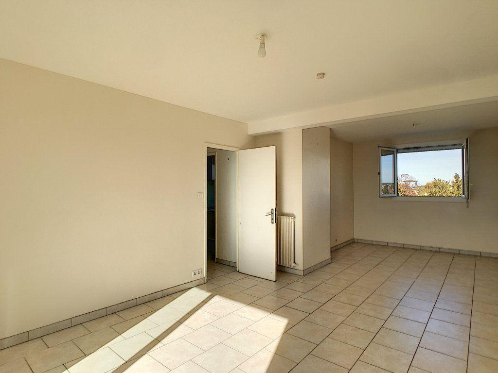 Appartement à vendre 4 69.44m2 à Pau vignette-2