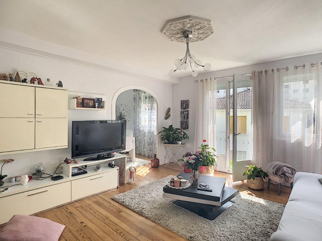 Appartement à vendre 3 71.82m2 à Pau vignette-3