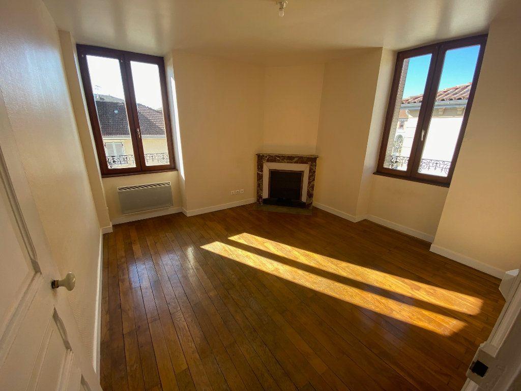 Appartement à louer 3 63.68m2 à Sillans vignette-2