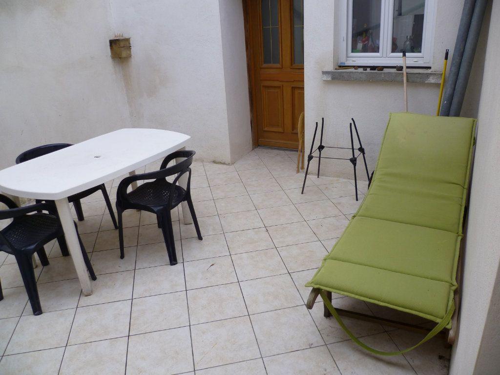 Appartement à louer 3 60.78m2 à Saint-Étienne-de-Saint-Geoirs vignette-1