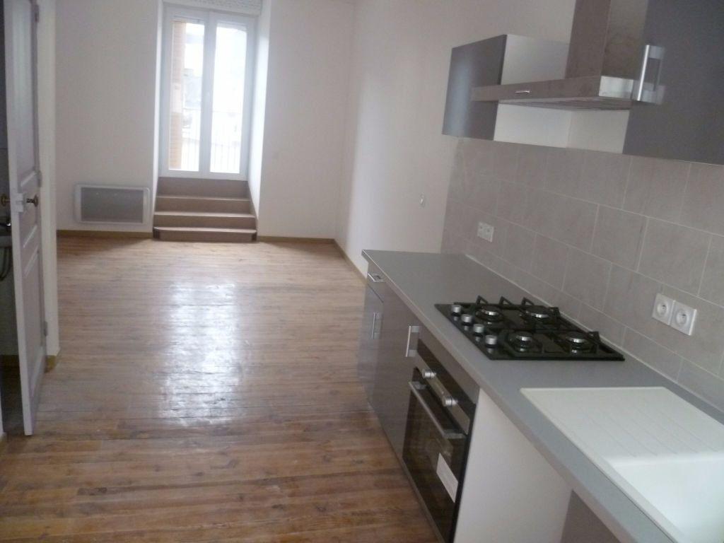 Appartement à louer 3 60.78m2 à Saint-Étienne-de-Saint-Geoirs vignette-3