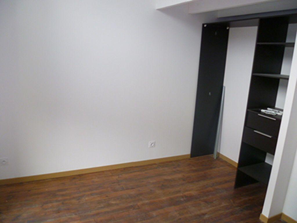 Appartement à louer 3 60.78m2 à Saint-Étienne-de-Saint-Geoirs vignette-4
