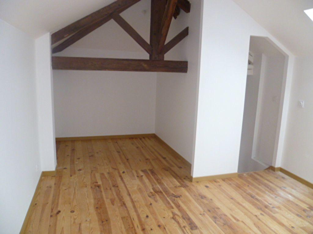 Appartement à louer 3 60.78m2 à Saint-Étienne-de-Saint-Geoirs vignette-7