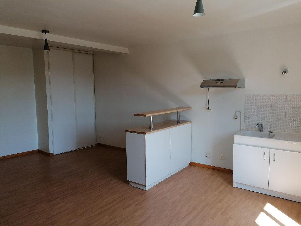 Appartement à louer 2 43m2 à Saint-Étienne-de-Saint-Geoirs vignette-3