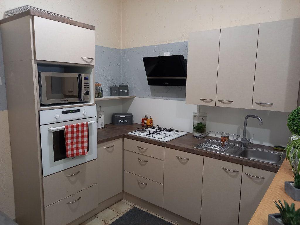 Appartement à louer 3 65.5m2 à Saint-Étienne-de-Saint-Geoirs vignette-1