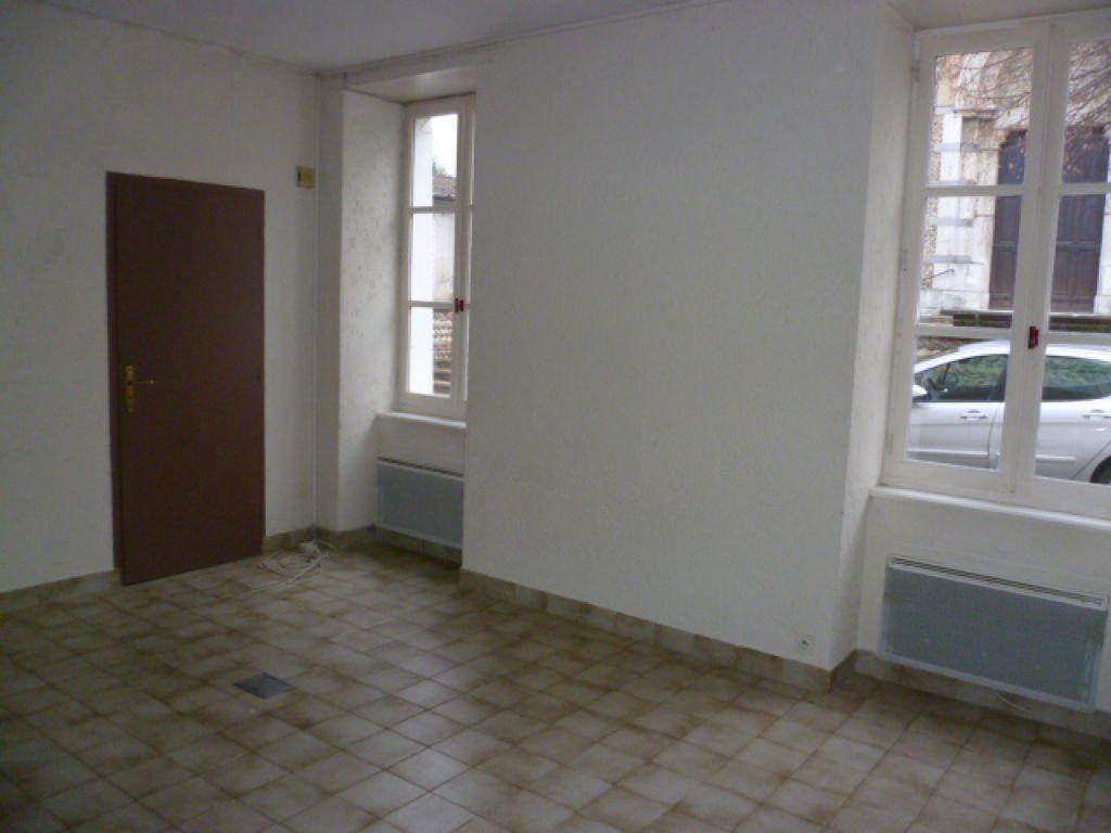 Appartement à louer 3 65.5m2 à Saint-Étienne-de-Saint-Geoirs vignette-3