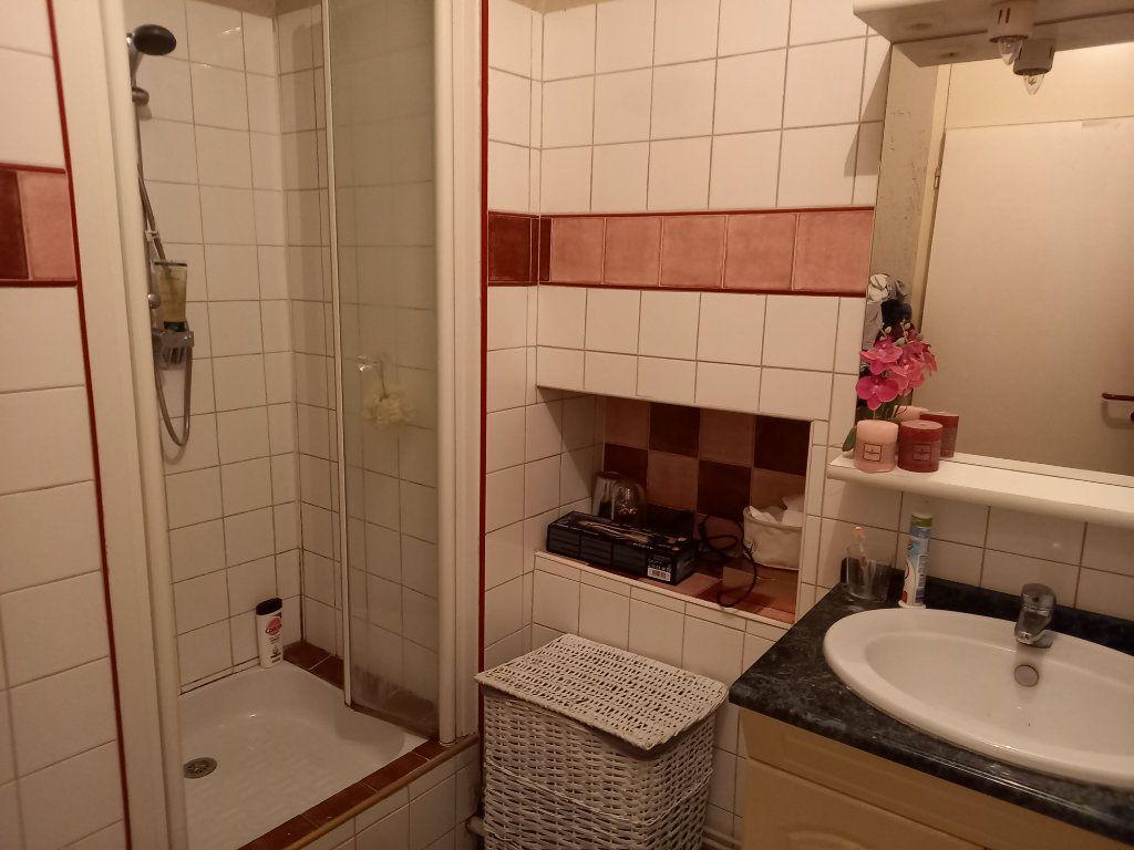 Appartement à louer 3 65.5m2 à Saint-Étienne-de-Saint-Geoirs vignette-9