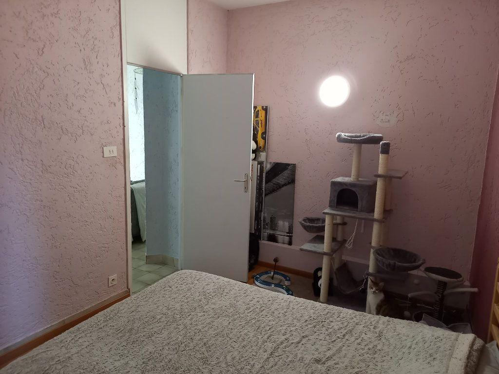 Appartement à louer 3 65.5m2 à Saint-Étienne-de-Saint-Geoirs vignette-11